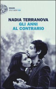 Foto Cover di Gli anni al contrario, Libro di Nadia Terranova, edito da Einaudi