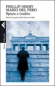 Foto Cover di Spiare e tradire. Dietro le quinte della guerra fredda, Libro di Philip Deery,Mario Del Pero, edito da Feltrinelli