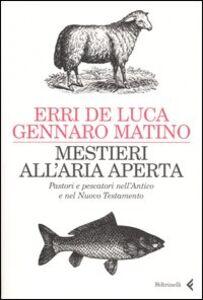 Libro Mestieri all'aria aperta. Pastori e pescatori nell'Antico e nel Nuovo Testamento Erri De Luca , Gennaro Matino