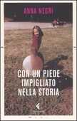 Libro Con un piede impigliato nella storia Anna Negri