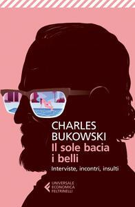 Il sole bacia i belli. Interviste, incontri, insulti - Charles Bukowski - copertina