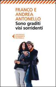 Foto Cover di Sono graditi visi sorridenti, Libro di Franco Antonello,Andrea Antonello, edito da Feltrinelli