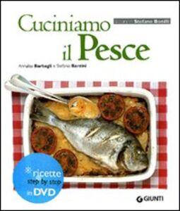 Libro Cuciniamo il pesce. Con DVD Annalisa Barbagli , Stefania A. Barzini