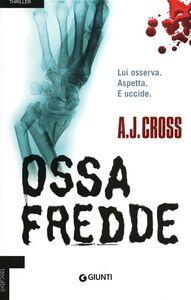 Foto Cover di Ossa fredde, Libro di A. J. Cross, edito da Giunti Editore