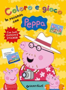 Libro Coloro e gioco. In vacanza con Peppa Silvia D'Achille
