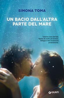 Un bacio dallaltra parte del mare.pdf