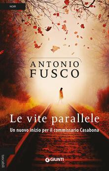 Le vite parallele. Un nuovo inizio per il commissario Casabona.pdf