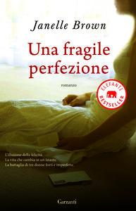 Foto Cover di Una fragile perfezione, Libro di Janelle Brown, edito da Garzanti Libri