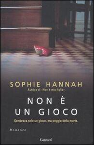 Foto Cover di Non è un gioco, Libro di Sophie Hannah, edito da Garzanti Libri