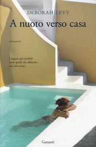 Libro A nuoto verso casa Deborah Levy