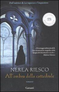 Libro All'ombra della cattedrale Nerea Riesco