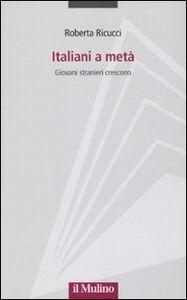 Libro Italiani a metà. Giovani stranieri crescono Roberta Ricucci