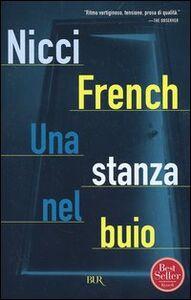 Foto Cover di Una stanza nel buio, Libro di Nicci French, edito da BUR Biblioteca Univ. Rizzoli