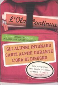 Foto Cover di Gli alunni intonano canti alpini durante l'ora di disegno. L'Ola continua, Libro di  edito da BUR Biblioteca Univ. Rizzoli