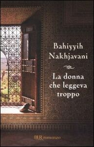 Foto Cover di La donna che leggeva troppo, Libro di Bahiyyih Nakhjavani, edito da BUR Biblioteca Univ. Rizzoli