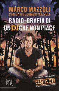 Libro Radio-grafia di un dj che non piace. La mia vita dentro e fuori lo Zoo di 105 Marco Mazzoli , Davide S. Mazzoli