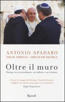 Oltre il muro. Dialogo tra un mussulmano, un rabbino e un cristiano.pdf