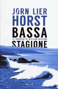 Foto Cover di Bassa stagione. Le indagini di William Wisting, Libro di Jørn Lier Horst, edito da Rizzoli