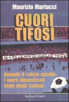 Cuori tifosi. Quando il calcio uccide: i morti dimenticati degli stadi italiani - Maurizio Martucci - copertina