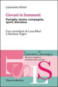 Foto Cover di Giovani in frammenti. Famiglia, lavoro, compagnie, sport, discoteca, Libro di Leonardo Altieri, edito da Franco Angeli