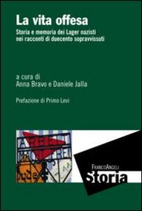 Foto Cover di La vita offesa. Storia e memoria dei lager nazisti nei racconti di duecento sopravvissuti, Libro di  edito da Franco Angeli