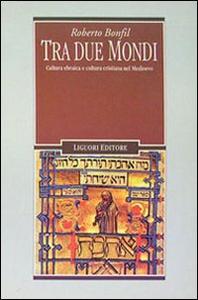 Libro Tra due mondi. Cultura ebraica e cultura cristiana nel Medioevo Roberto Bonfil