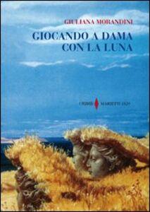Libro Giocando a dama con la luna Giuliana Morandini