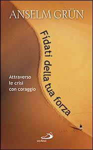 Foto Cover di Fidati della tua forza. Attraverso le crisi con coraggio, Libro di Anselm Grün, edito da San Paolo Edizioni