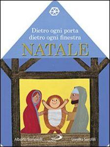 Libro Dietro ogni porta dietro ogni finestra. Natale. Il libro calendario dell'Avvento Alberto Benevelli , Loretta Serofilli