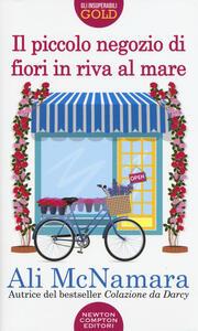 Il piccolo negozio di fiori in riva al mare