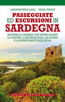 Passeggiate ed escursioni in Sardegna. Sentieri e cammini che intrecciano la natura, l'archeologia, la storia e la spiritualità dell'isola - Gianmichele Lisai,Velia Puddu - copertina