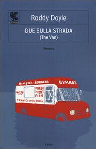 Foto Cover di Due sulla strada (The van), Libro di Roddy Doyle, edito da Guanda