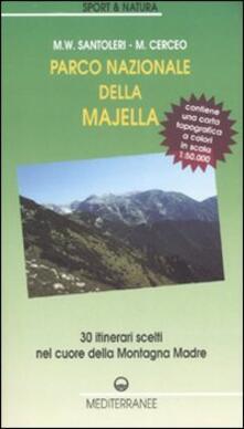 Radiosenisenews.it Parco nazionale della Majella. 30 itinerari scelti nel cuore della Montagna madre. Con carta topografica 1:50.000. Ediz. illustrata Image