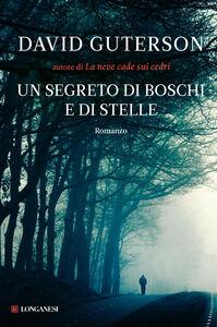 Libro Un segreto di boschi e di stelle David Guterson