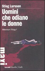 Foto Cover di Uomini che odiano le donne. Millennium trilogy. Vol. 1, Libro di Stieg Larsson, edito da Marsilio