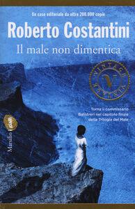 Libro Il male non dimentica Roberto Costantini