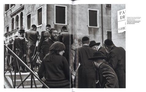 Foto Cover di Ferdinando Scianna. Il ghetto di Venezia 500 anni dopo-The Venice Ghetto 500 years after. Catalogo della mostra (Venezia, 26 agosto 2016-8 gennaio 2017), Libro di  edito da Marsilio 1