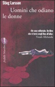Foto Cover di Uomini che odiano le donne, Libro di Stieg Larsson, edito da Marsilio