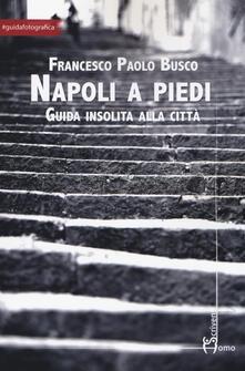 Napoli a piedi. Guida insolita alla città.pdf
