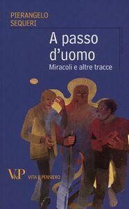 Foto Cover di A passo d'uomo. Miracoli e altre tracce, Libro di Pierangelo Sequeri, edito da Vita e Pensiero