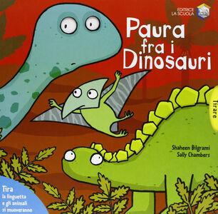 Foto Cover di Paura fra i dinosauri, Libro di Shaheen Bilgrami,Sally Chambers, edito da La Scuola