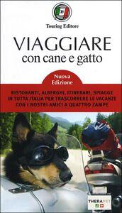 Libro Viaggiare con cane e gatto. Ristoranti, alberghi, itinerari, spiagge in tutta Italia per trascorrere le vacanze con i nostri amici a quattro zampe
