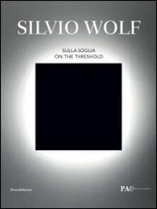 Silvio Wolf. Sulla soglia. Catalogo della mostra (Milano, 7 ottobre-6 novembre 2011). Ediz. italiana e inglese - copertina