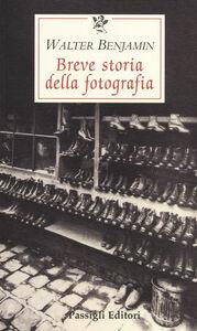 Foto Cover di Breve storia della fotografia, Libro di Walter Benjamin, edito da Passigli