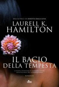 Libro Il bacio della tempesta Laurell K. Hamilton