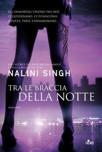 Ebook Tra le braccia della notte Singh, Nalini