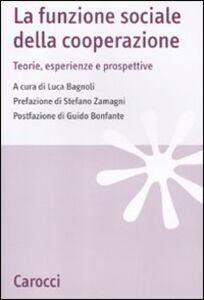 Foto Cover di La funzione sociale della cooperazione. Teorie, esperienze e prospettive, Libro di  edito da Carocci