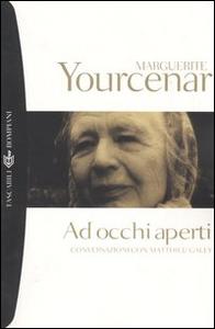 Libro Ad occhi aperti. Conversazioni con Matthieu Galey Marguerite Yourcenar , Matthieu Galey