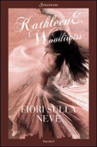 Foto Cover di Fiori sulla neve, Libro di Kathleen E. Woodiwiss, edito da Sonzogno