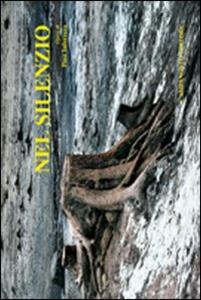 Libro Nel silenzio. Ediz. illustrata Pina Inferrera